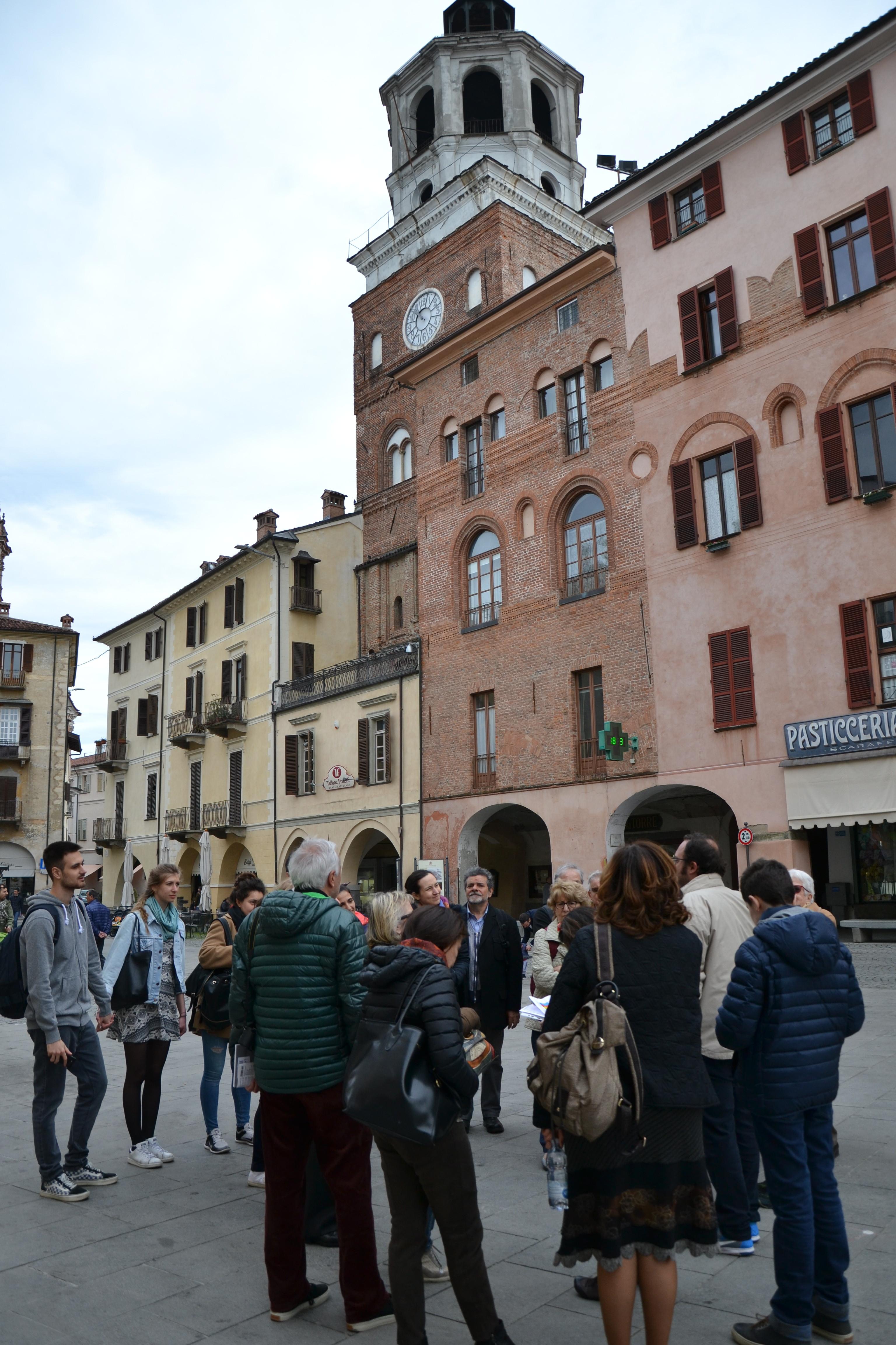 I nostri soci nella medievale Piazza Santa Rosa